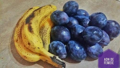 crumble cu banane și prune