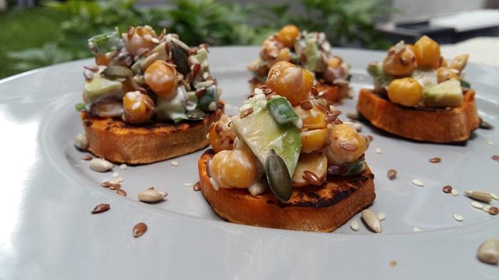 cartof dulce cu salata de naut si avocado