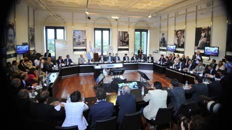 Foto archivo: firma acuerdo dic 2013