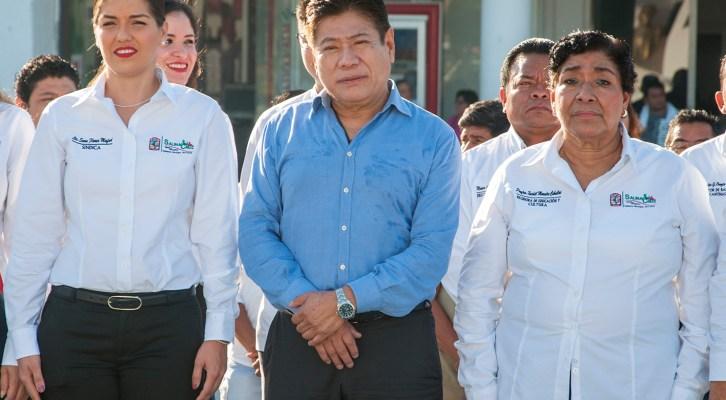 Encabeza Rodolfo León ceremonia del CXVI aniversario de la declaración de Salina Cruz como municipio libre (12:00 h)