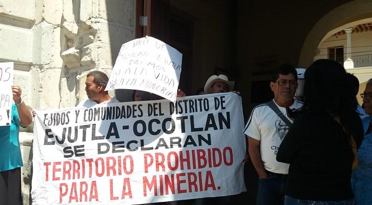 Protestan habitantes del distrito de Ejutla de Crespo en Profepa contra Mineras (13:30 h)