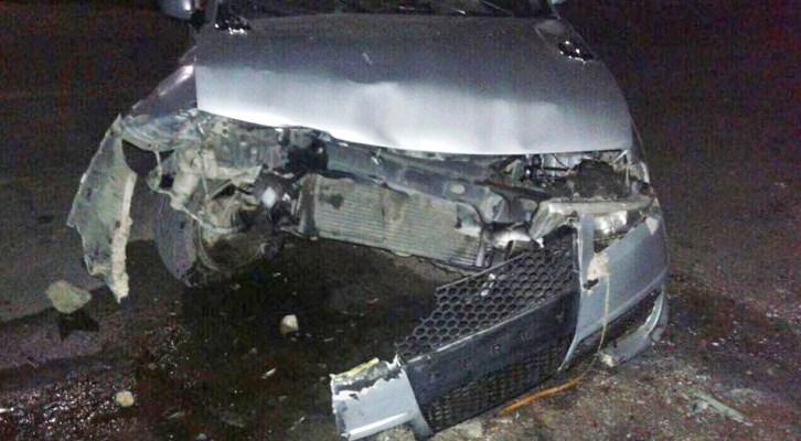 Automóvil se impacta contra remolque en Nochixtlán (15:30 h)