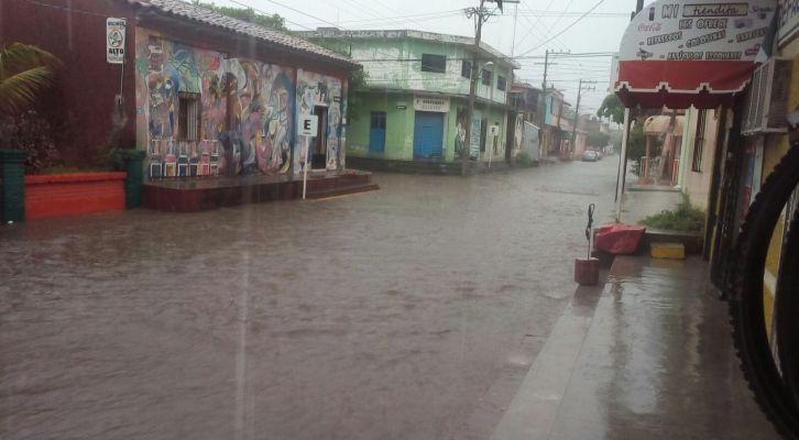 Escuelas de la Costa suspendieron clases por la lluvia (18:25 h)