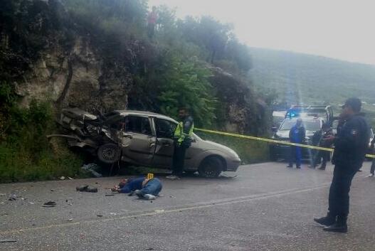 Mueren dos sujetos en fuerte accidente en Tlaxiaco