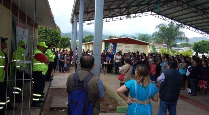 Evalúan afectaciones por sismo  en centros educativos de Xoxocotlán (20:35 h)