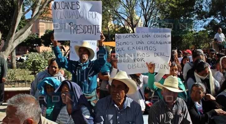 Entre manifestaciones y fuerte dispositivo de seguridad edil de Huajuapan rinde su informe (17:30 h)