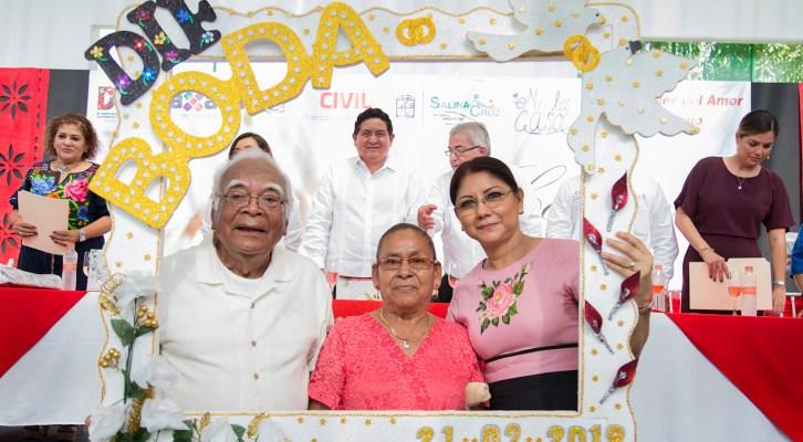 Contraen matrimonio 105 parejas en bodas colectivas del DIF de Salina Cruz (18:00 h)