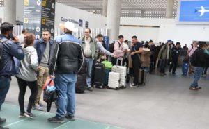 CIUDAD DE MÉXICO, 28NOVIEMBRE2017.- Alrededor de tres mil usuarios de Aeroméxico resultaron afectados por el paro de pilotos que realizaron durante las primeras horas de hoy en la terminal 2 ante el despido injustificado de  uno de sus compañeros, dicha accion ocaciono varios vuelos cancelados, demorados y largas filas en la zona de los mostradores.  FOTO: SAÚL LÓPEZ /CUARTOSCURO.COM