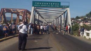 puente de fierro bloqueado