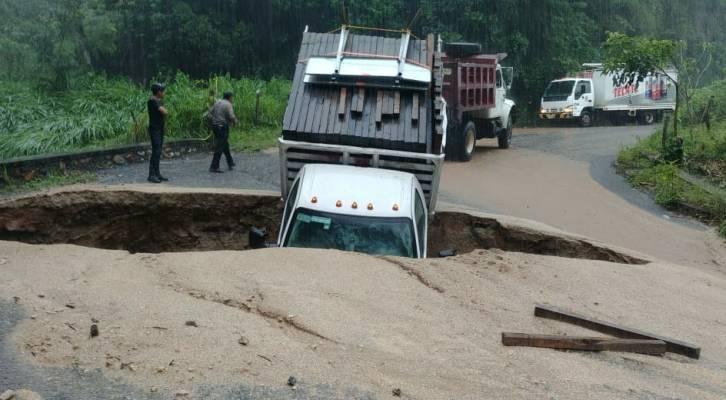 Atienden socavón que afecta carretera interestatal: CEPCO (20:30 h)