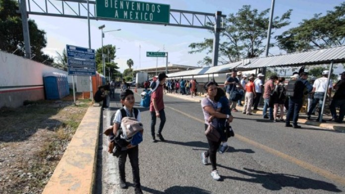 Continúa el registro de migrantes en Chiapas; menores sueñan con llegar a EU (21:30 h)