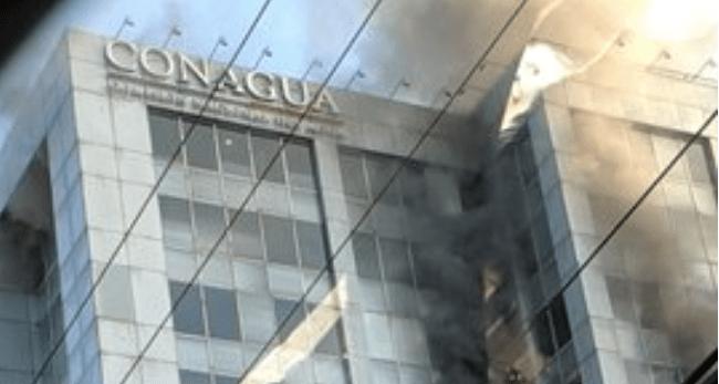 Se incendia edificio de la Conagua en Insurgentes y Eje 10 Sur (08:20 h)