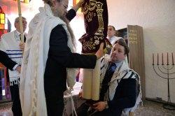 Ankleidung der Sefer Tora