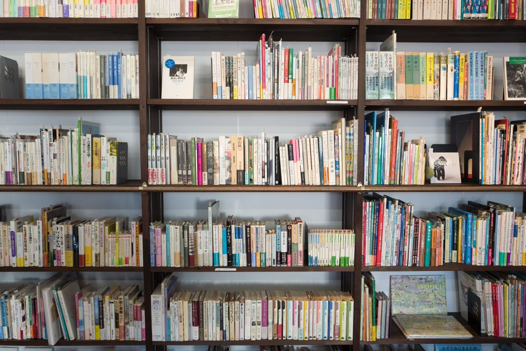 leukste bookshelf tours op YouTube