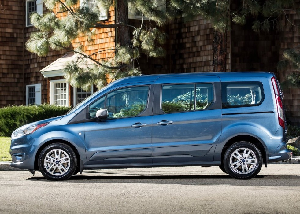 2020 Ford Transit Connect Wagon LWB XLT Review