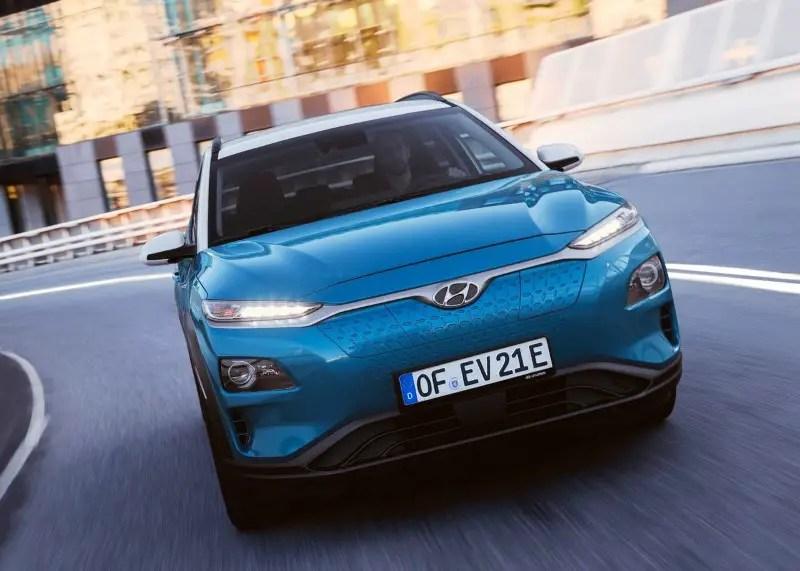 2020 Hyundai Kona Electric VS Toyota Prius