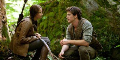 Katniss Everdeen (Jennifer Lawrence) und ihr Jagdpartner Gale Hawthorne (Liam Hemsworth) - © Studiocanal Deutschland