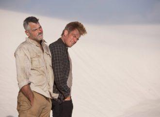 Szenenbild aus MÄNNER, DIE AUF ZIEGEN STARREN - MEN WHO STARE AT GOATS - Mitten in der Wüste und kein Plan - © Kinowelt