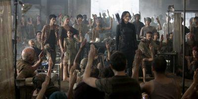 Szenenbild aus DIE TRIBUTE VON PANEM - MOCKINGJAY - Der Mockingjay Katniss Everdeen (Jennifer Lawrence) - © Studiocanal