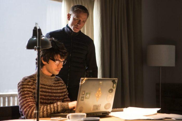 Szenenbild aus SPECTRE - Q (Ben Whishaw) unterstützt Bond (Daniel Craig) vor Ort - © Sony