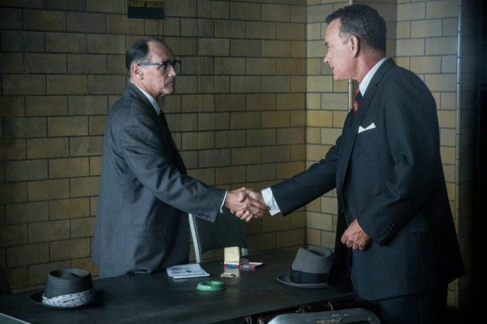 Szenenbild aus BRIDGE OF SPIES - Rudolf Abel (Mark Rylance) lässt sich James B. Donovan (Tom Hanks) vertreten - © 2015 Twentieth Century Fox