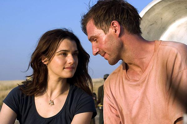 Szenenbild aus DER EWIGE GÄRTNER - THE CONSTANT GARDENER - Tessa (Rachel Weisz) und Justin (Ralph Fiennes) - © Kinowelt