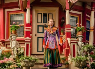 Szenenbild aus ALICE THROUGH THE LOOKINGGLASS - Alice (Mia Wasikowska) - © Disney