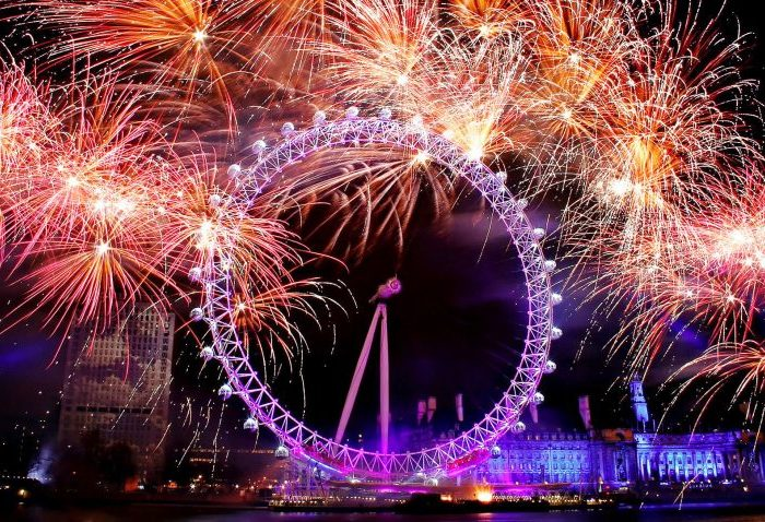 Feuerwerk Silvester Jahreswechsel London London Eye Quelle: http://www.kcwtoday.co.uk/wp-content/uploads/2015/06/New-Year-London-Fireworks-2014-Wallpaper.jpg