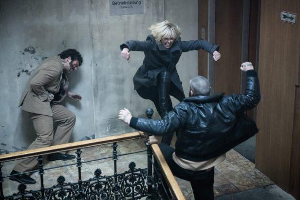 Filmstill aus ATOMIC BLONDE (2017) - Der Treppenhauskampf - © Universal Pictures Germany