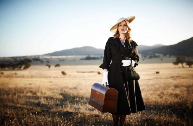 Szenenbild aus THE DRESSMAKER (2015) - Tilly (Kate Winslet) kehrt zurück - © Ascot Elite Home Entertainment
