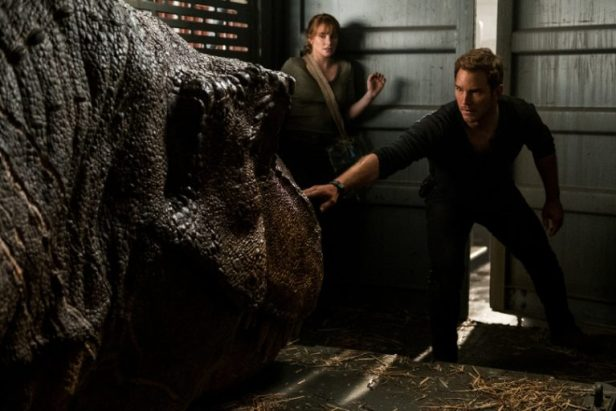Szenenbild aus JURASSIC WORLD: FALLEN KINGDOM (2018) - Claire (Bryce Dallas Howard) und Owen (Chris Pratt) - © Universal Pictures