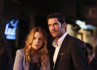 Szenenbild aus LUCIFER - 1. Staffel (2016) - Chloe Decker (Lauren German) und Lucifer Morningstar (Tom Ellis) - © Amazon Newsroom
