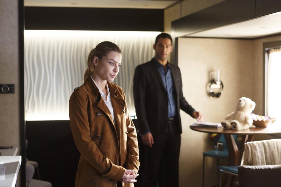 Szenenbild aus LUCIFER - Staffel 2 - Chloe (Lauren German) und Lucifer (Tom Ellis) ermitteln wieder gemeinsam. - © Amazon Newsroom