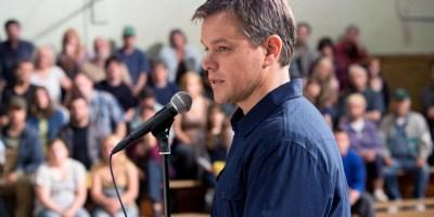 Szenenbild aus PROMISED LAND (2012) - Steve Butler (Matt Damon) versucht die Bewohner zum Verkauf zu überreden. - © Universal Pictures