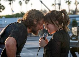 Szenenbild aus A STAR IS BORN (2018) - Jackson Maine (Bradley Cooper) und seine musikalische Entdeckung Ally (Lady Gaga) - © Warner Bros.