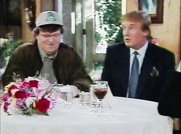 Szenenbild aus FAHRENHEIT 11/9 (2018) - Moore und Trump saßen 1998 zusammen in einer US-Talkshow. - © Weltkino