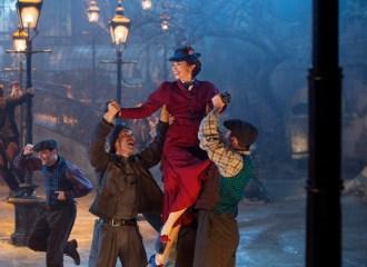 Szenenbild aus MARY POPPINS RETURNS (2018) - MARY POPPINS RÜCKKEHR - Mary Poppins (Emily Blunt) - © Disney