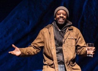 Szenenbild aus COST OF LIVING - Hampstead Theatre- Eddie (Adrian Lester) - Photo by Manuel Harlan