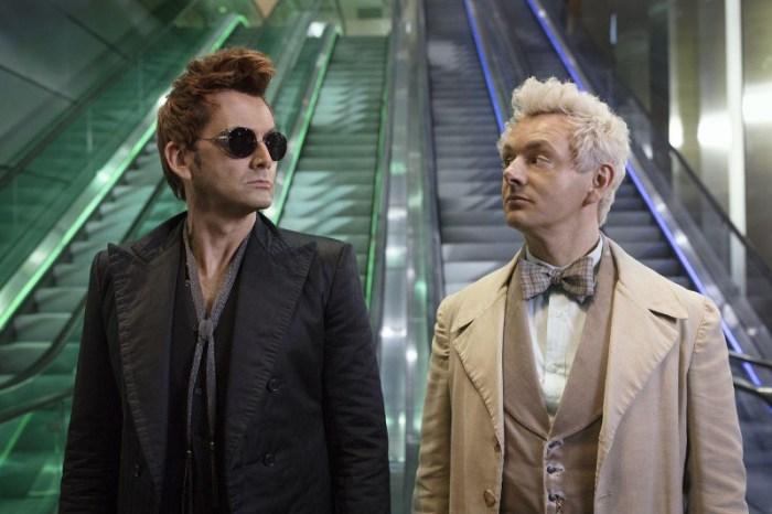 Szenenbild aus GOOD OMENS - Crowley (David Tennant) und Aziraphale (Michael Sheen) arbeiten zusammen. - © Amazon Prime Video