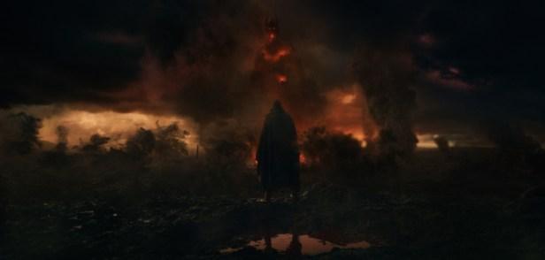 Szenenbild aus TOLKIEN (2019) - Tolkien (Nicholas Hoult) findet im Kriegsgebiet Inspiration für seine Romane. - © 20th Century Fox