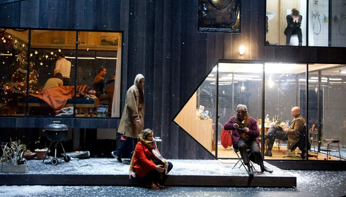 Szenenbild aus DREI SCHWESTERN im Residenztheater München - © Sandra Then
