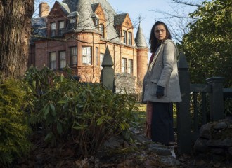 Szenenbild aus KNIVES OUT (2019) - Marta (Ana de Armas) - © Universum Film
