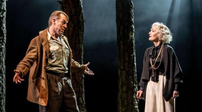Szenenbild aus THE VISIT - National Theatre London -Alfred (Hugo Weaving) und Claire (Lesley Manville) - Photo by Johan Persson