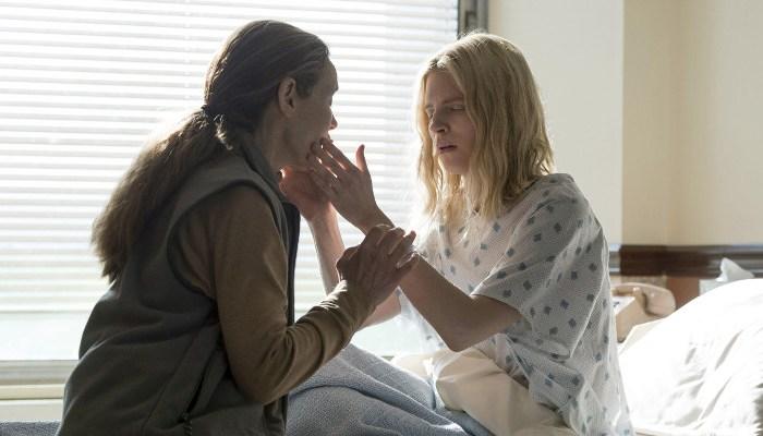 Szenenbild aus THE OA - Prairie (Brit Marling) erkennt ihre Mutter nicht. - © Netflix
