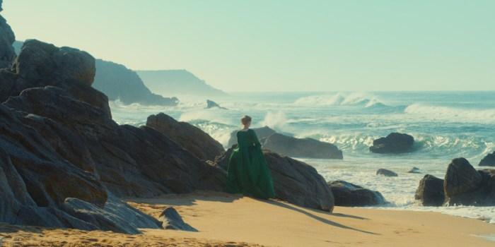 Szenenbild aus PORTRÄT EINER JUNGEN FRAU IN FLAMMEN - PORTRAIT DE LA JEUNE FILLE EN FEU (2019)- © Alamode Film