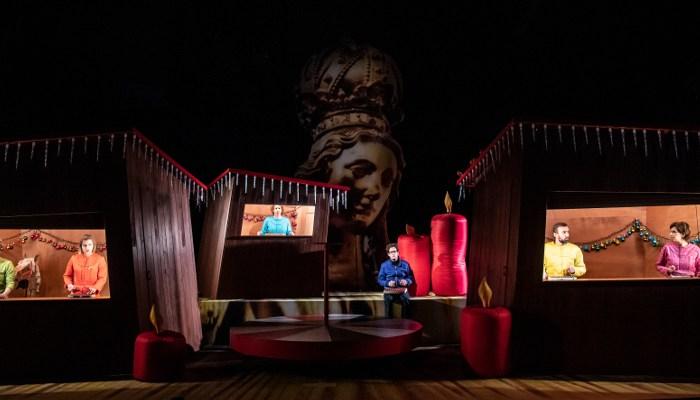 Szenenbild aus MARIENPLATZ (2020) - Residenztheater München - © Sandra Then