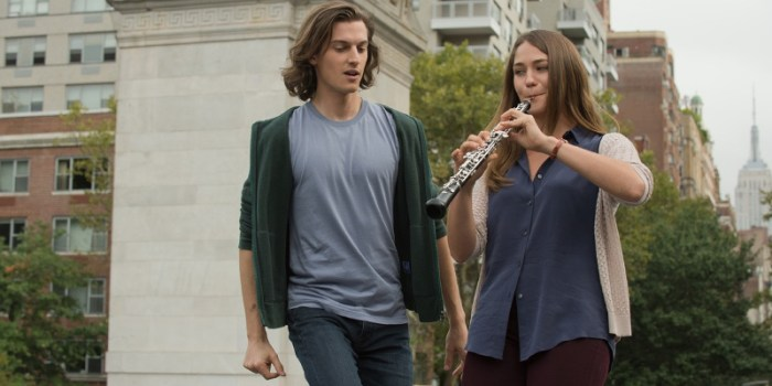 Szenenbild aus MOZART IN THE JUNGLE - 1. Staffel - Alex (Peter Vack) und Hailey (Lola Kirke) - © 2015 Sony Pictures Television