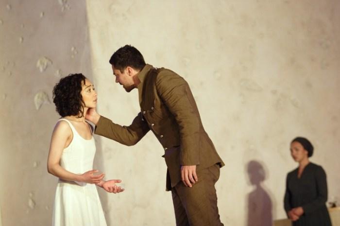 Szenenbild aus PHÈDRE - Atricia (Ruth Negga) und Hippolytus (Dominic Cooper) - © Catherine Ashmore