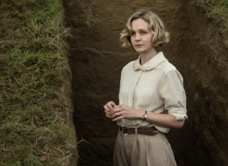 Szenenbild aus THE DIG (2021) - Edith Pretty (Carey Mulligan) - © Larry Harricks/Netflix 2021