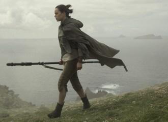 Szenenbild aus STAR WARS - THE LAST JEDI - Rey (Daisy Ridley) - © Walt Disney